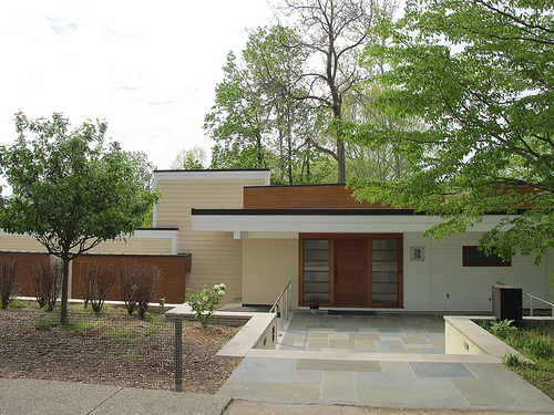 house_front_popville