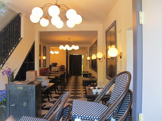 bearnaise_capitol_hill_restaurant_entry