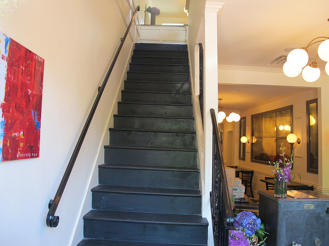 bearnaise_capitol_hill_restaurant_stairs