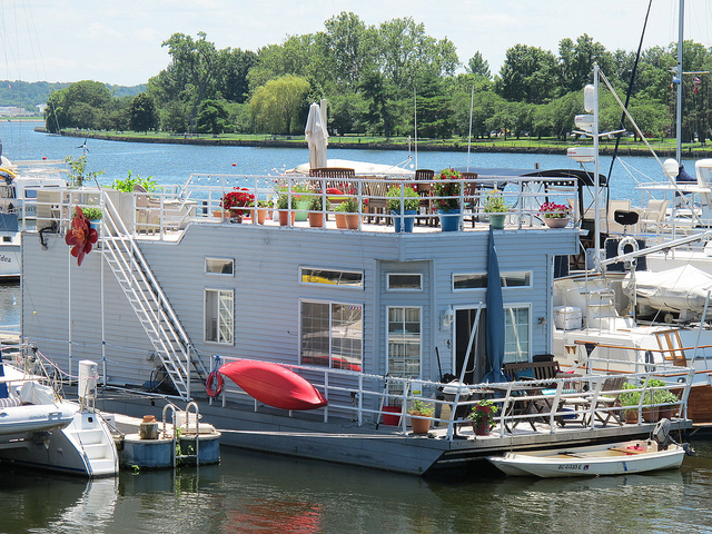 soutwest_waterfront_house_boat_popville