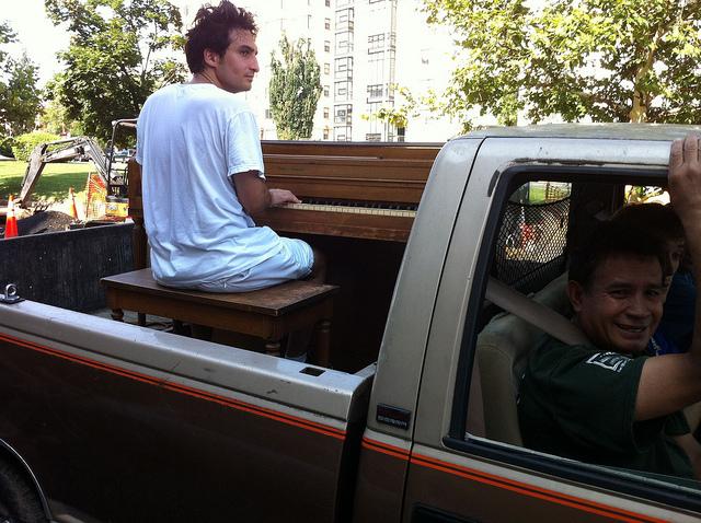 Mt_Pleasant_truck_piano_player
