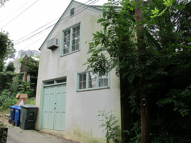 alley_carriage_house_popville