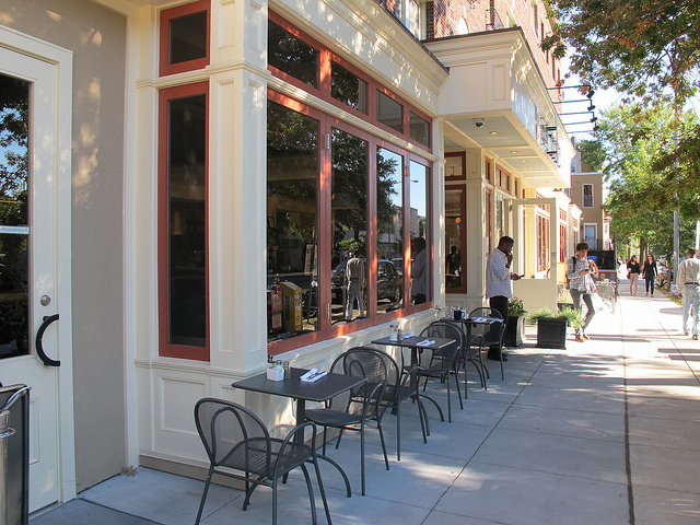 coupe_outdoor_seating_11th_street