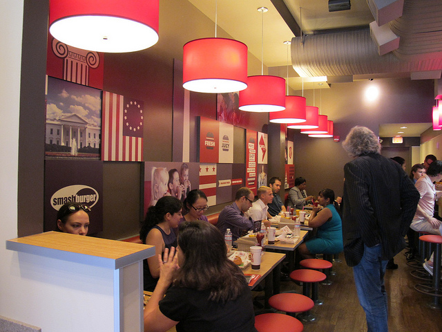 smashburger_dupont_seating