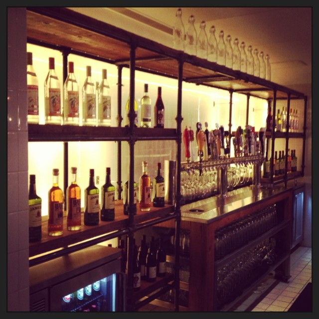 L St bar