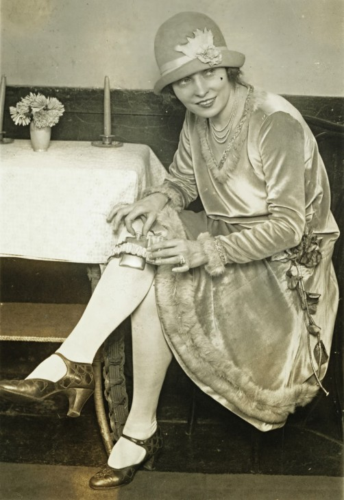 1926-01-26 Mlle Rhea dancer at Keith's inaugurates garter flask fad 00150u