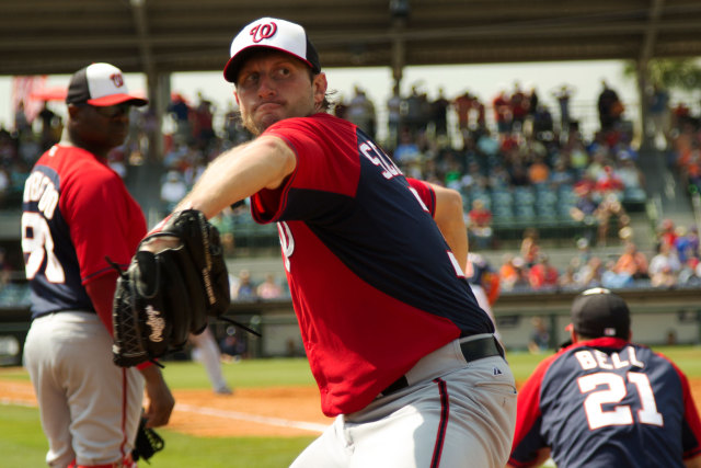 Scherzer-pitching-in-the-bullpen