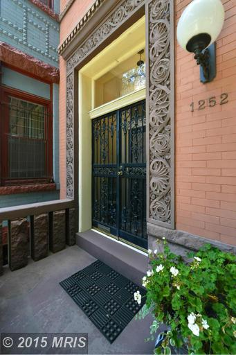Front Entry - Formal entrance with vestibule