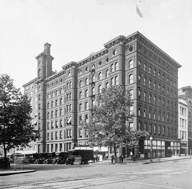 wb-moses-sons-co-exterior-loc-c-1915